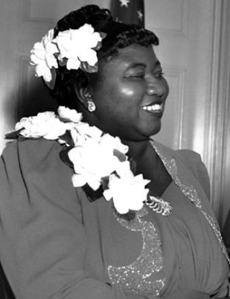 Hattie McDaniel accepting her oscar for her role as Mammy in Gone with the Wind